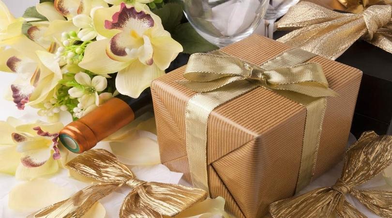 Ajutor ma casatoresc!  - MAC Florea - Top 10 idei de cadouri pentru nașii de cununie