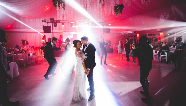 Ajutor ma casatoresc!  - MAC Florea - Esti invitat la nunta? Top 10 reguli pe care ar trebui sa le respecti ca sa faci o impresie buna!
