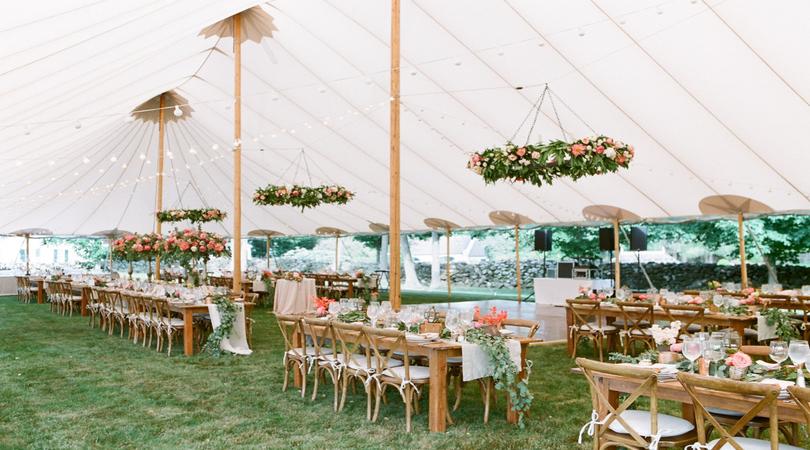 Ajutor ma casatoresc!  - MAC Florea - Idei pentru aranjarea meselor la nunțile mici și intime doar cu familia și prietenii