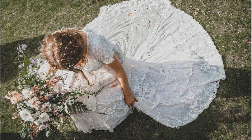 Ajutor ma casatoresc!  - MAC Florea - Rochie de mireasă veche de 150 de ani pierdută la curățătorie
